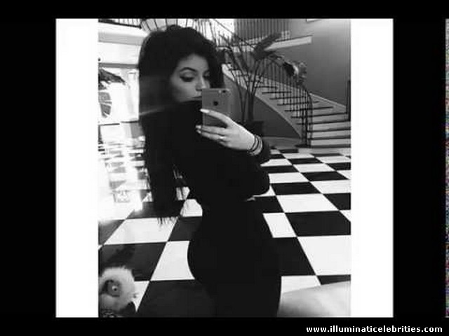 Kylie Jenner butt selfie belfie exposes ILLUMINATI symbolism in her families Mansion! Checkered DUAL